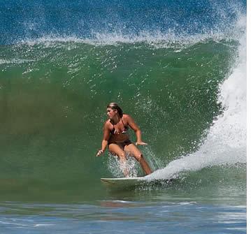Lektioner i spanska sker under halva dagen så att du kan surfa under resten av dagen